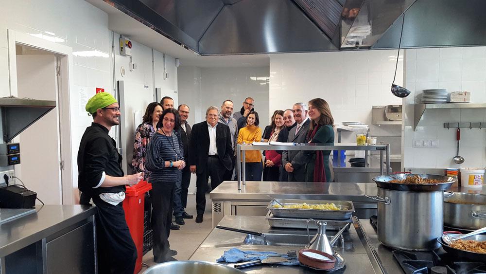 Acto de reconocimiento a las entidades colaboradoras de la puesta en marcha de la Escuela de cocina Cruïlla el Punt