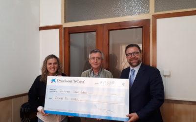Fotonoticia: La plataforma social en Mataró recibe 15.000 € de la oficina de proximidad de La Caixa